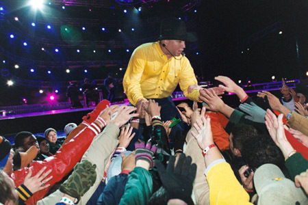 Garth Live - garth-brooks Photo