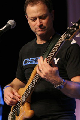 Gary Sinise on the bajo
