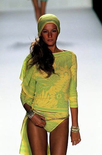 Gisele Bundchen Runway Photos