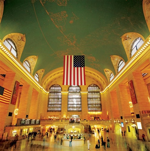 New York wolpeyper called Grand Central Station