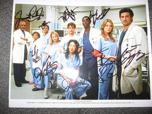 Grey's Cast (with assinatures)
