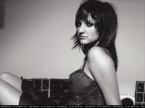 HQ Blender - Ashlee Si... Ashlee Simpson Facebook