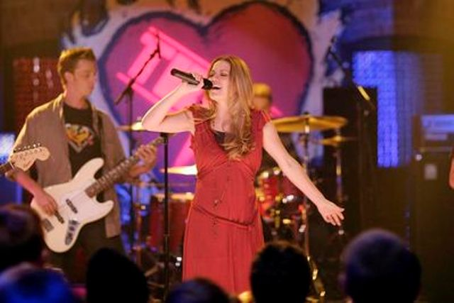 http://images.fanpop.com/images/image_uploads/Haley-James-Scott---315--Halo--one-tree-hill-music-354395_640_427.jpg