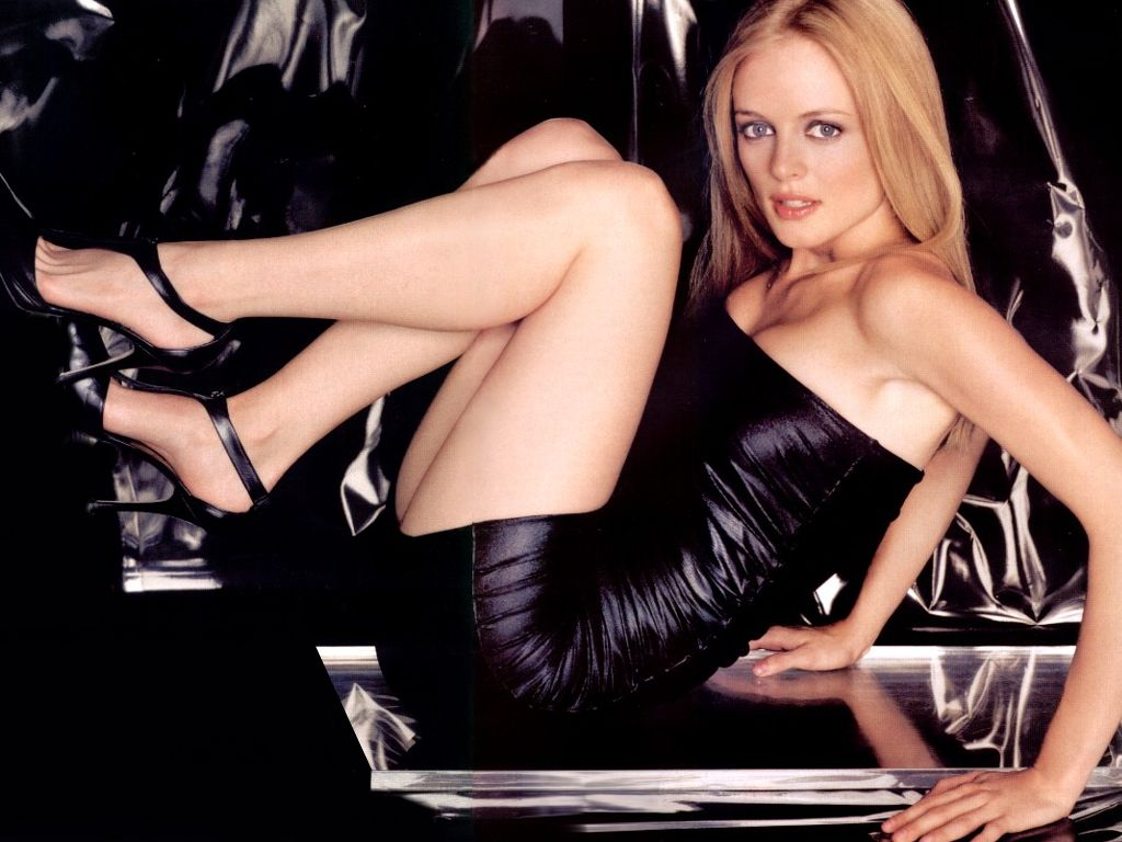 Heather Graham Sexy Pics 25