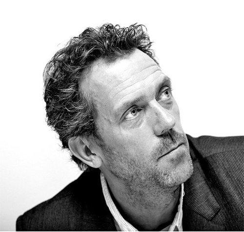 Hugh Laurie karatasi la kupamba ukuta entitled Hugh Laurie