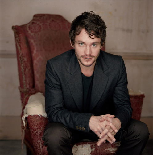 Hugh Dancy Hintergrund titled Hugh