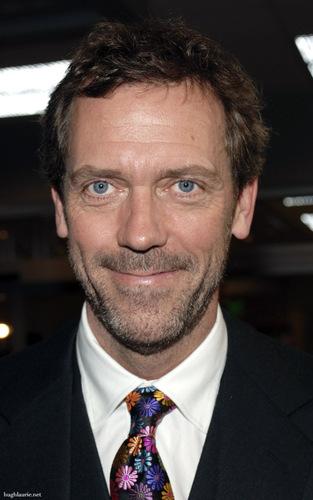 Hugh Laurie karatasi la kupamba ukuta entitled Hugh
