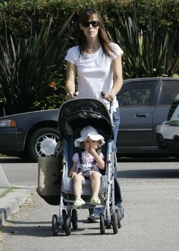 Jennifer & Daughter violeta