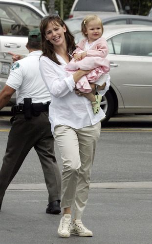 Jennifer & Daughter بنفشی, وایلیٹ