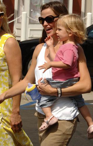 Jennifer & Daughter tolet, violet