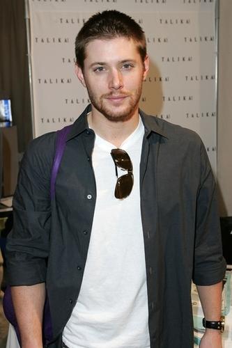 Jensen Ackles Hintergrund titled Jensen
