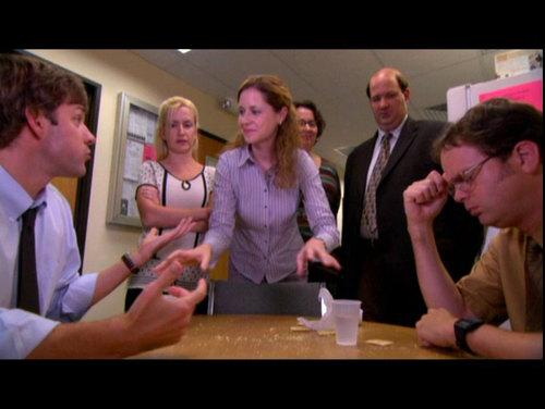 Jim v Dwight - cracker, keropok Eat Off