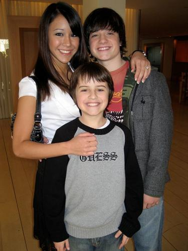 Josh, Connor, Shannon - josh-hutcherson Photo