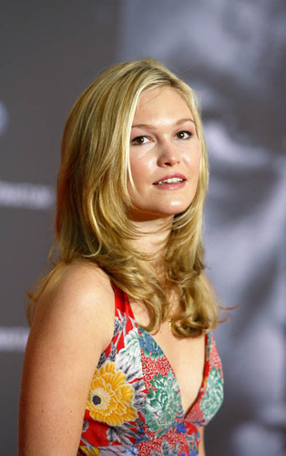Julia Stiles wallpaper called Julia