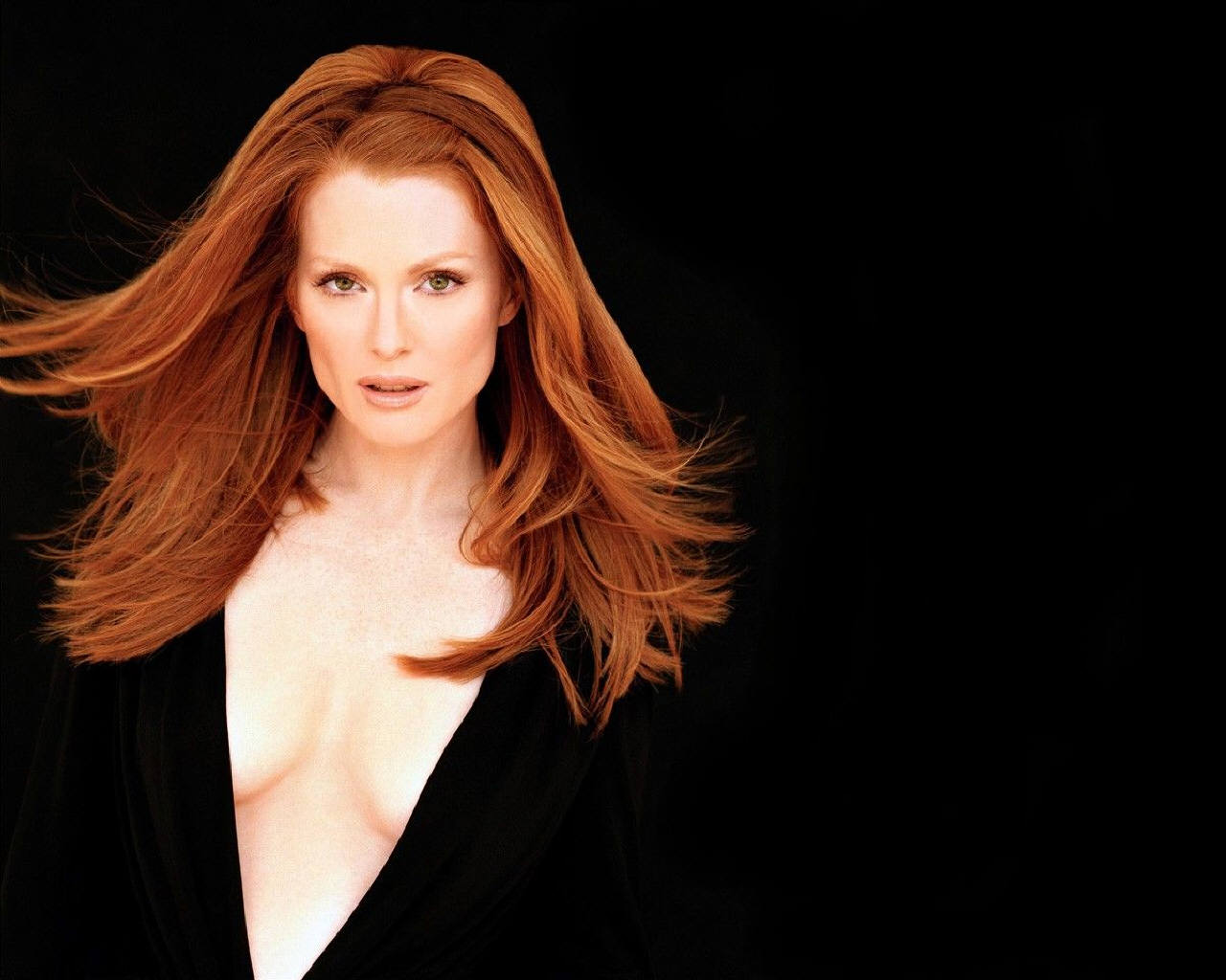 Julianne Moore  Julianne Moore Wallpaper (253307)  Fanpop - 1960S Hairstyles
