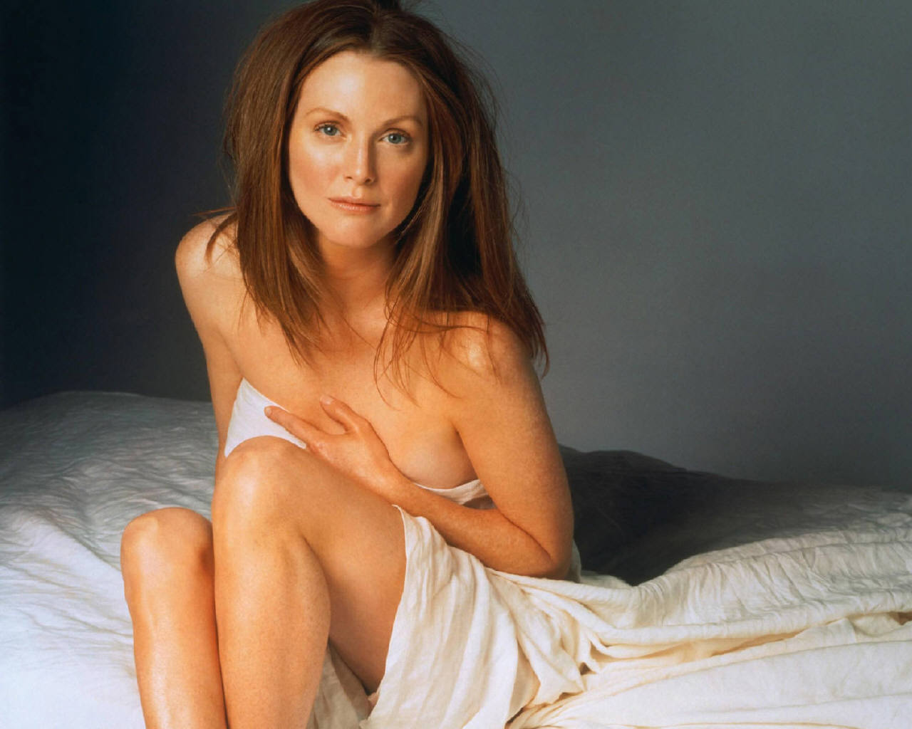 http://images.fanpop.com/images/image_uploads/Julianne-Moore-julianne-moore-253334_1280_1024.jpg