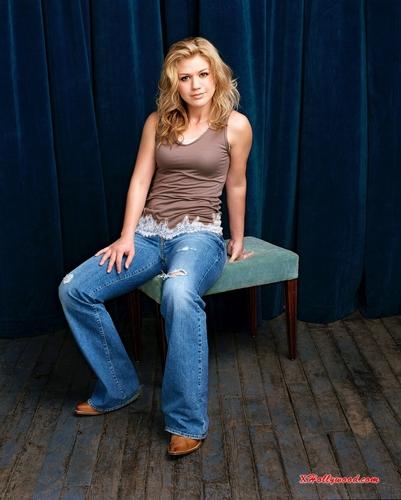 Kelly Clarkson publicity still