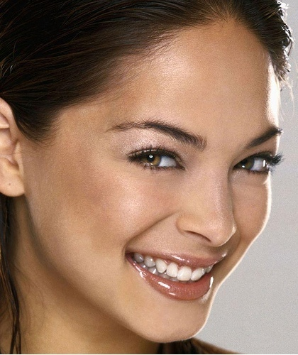 Kristin-Up-Close-kristin-kreuk-34614_420_500.jpg