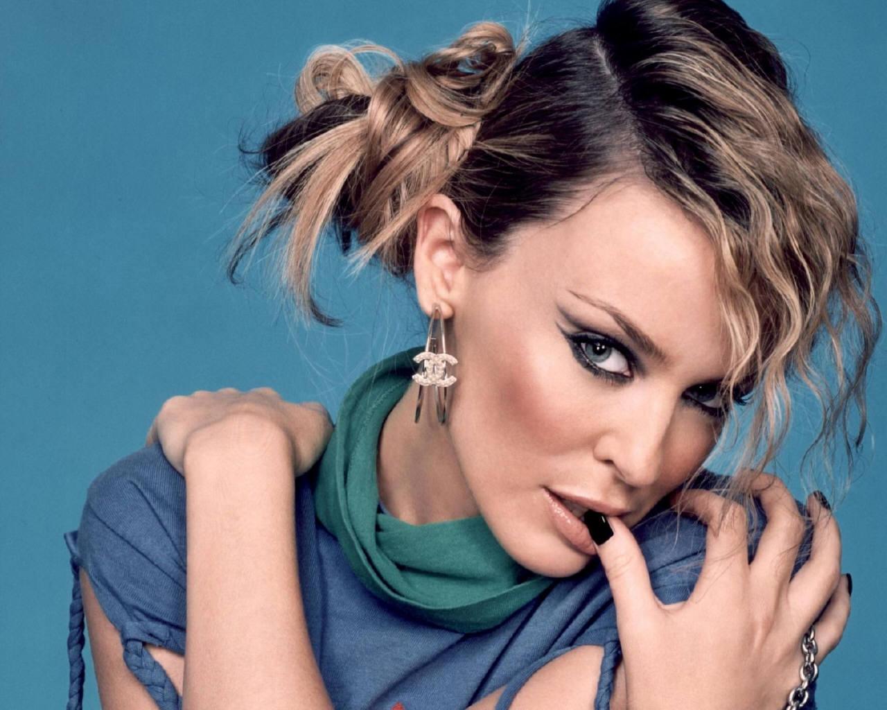 http://images.fanpop.com/images/image_uploads/Kylie-Minogue-kylie-minogue-64557_1280_1024.jpg