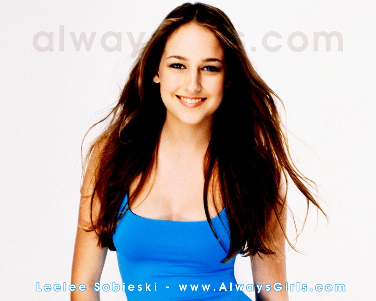 http://images.fanpop.com/images/image_uploads/Leelee-Sobieski-leelee-sobieski-318140_1280_1024.jpg