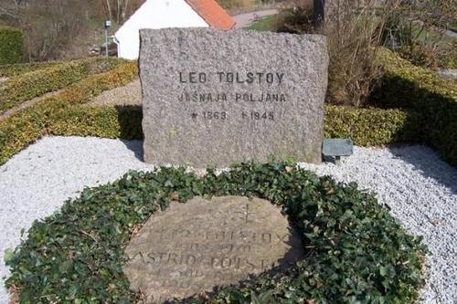 Sweden wallpaper entitled Leo Tolstoy's Grave