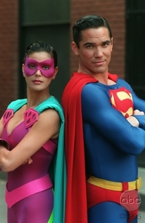 Ultra Woman and super-homem