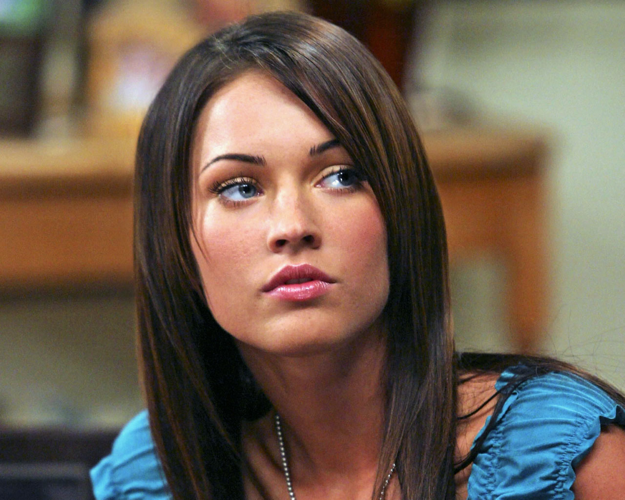 http://images.fanpop.com/images/image_uploads/Megan-Fox-megan-fox-76381_1280_1024.jpg