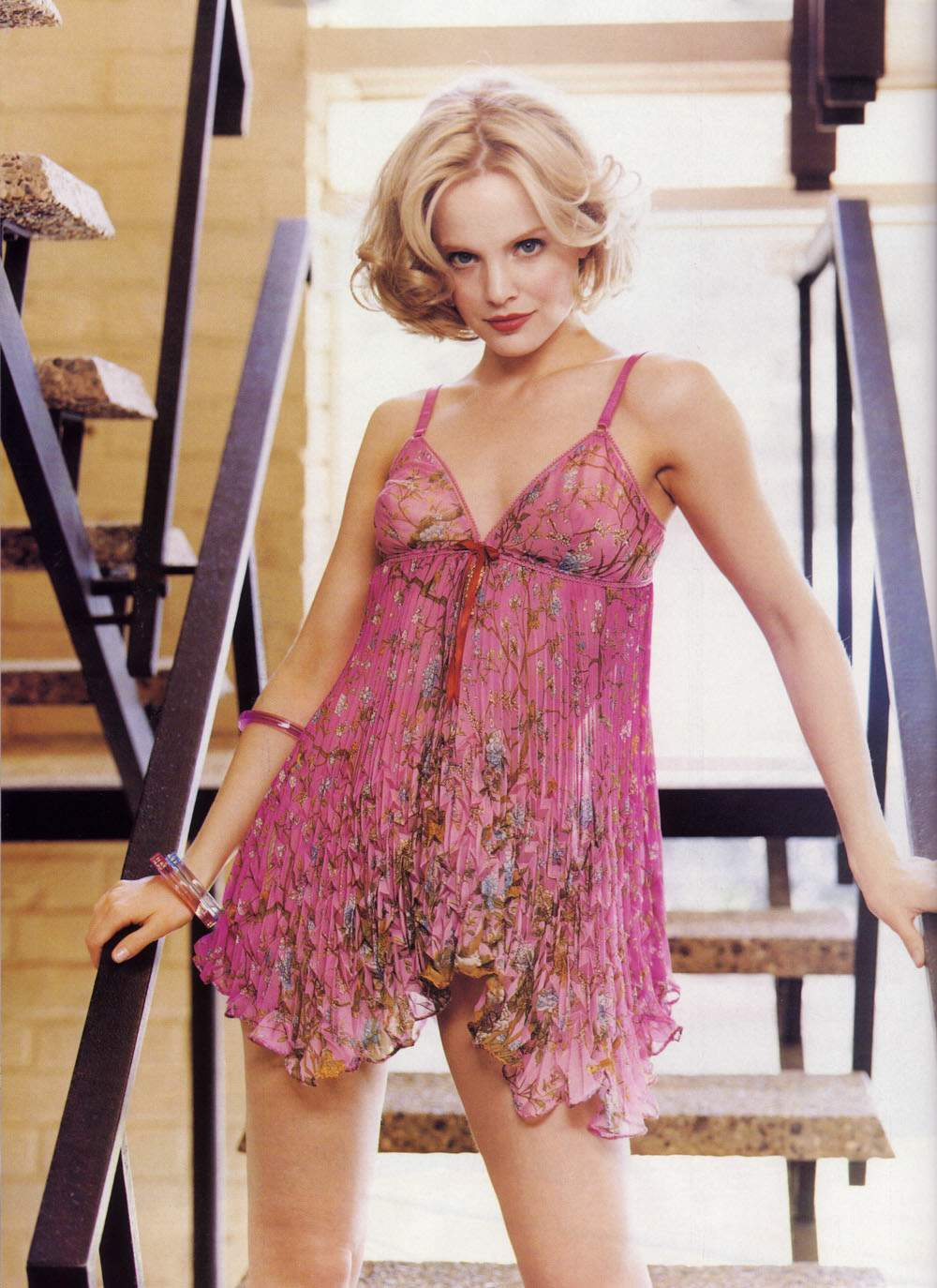 mena suvari hollywood hot - photo #33