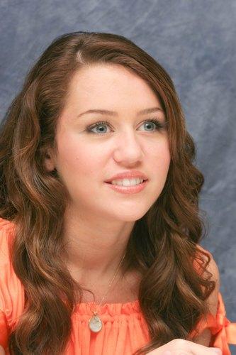 Miley Cyrus - hannah-montana photo