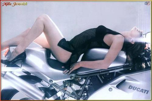 Milla Jovovich karatasi la kupamba ukuta called Milla Jovovich
