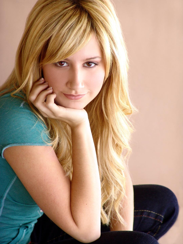 Miss Ashley Tisdale - ...