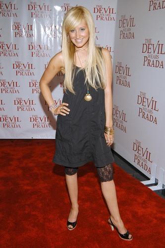 Ashley Tisdale Hintergrund entitled Miss Ashley Tisdale