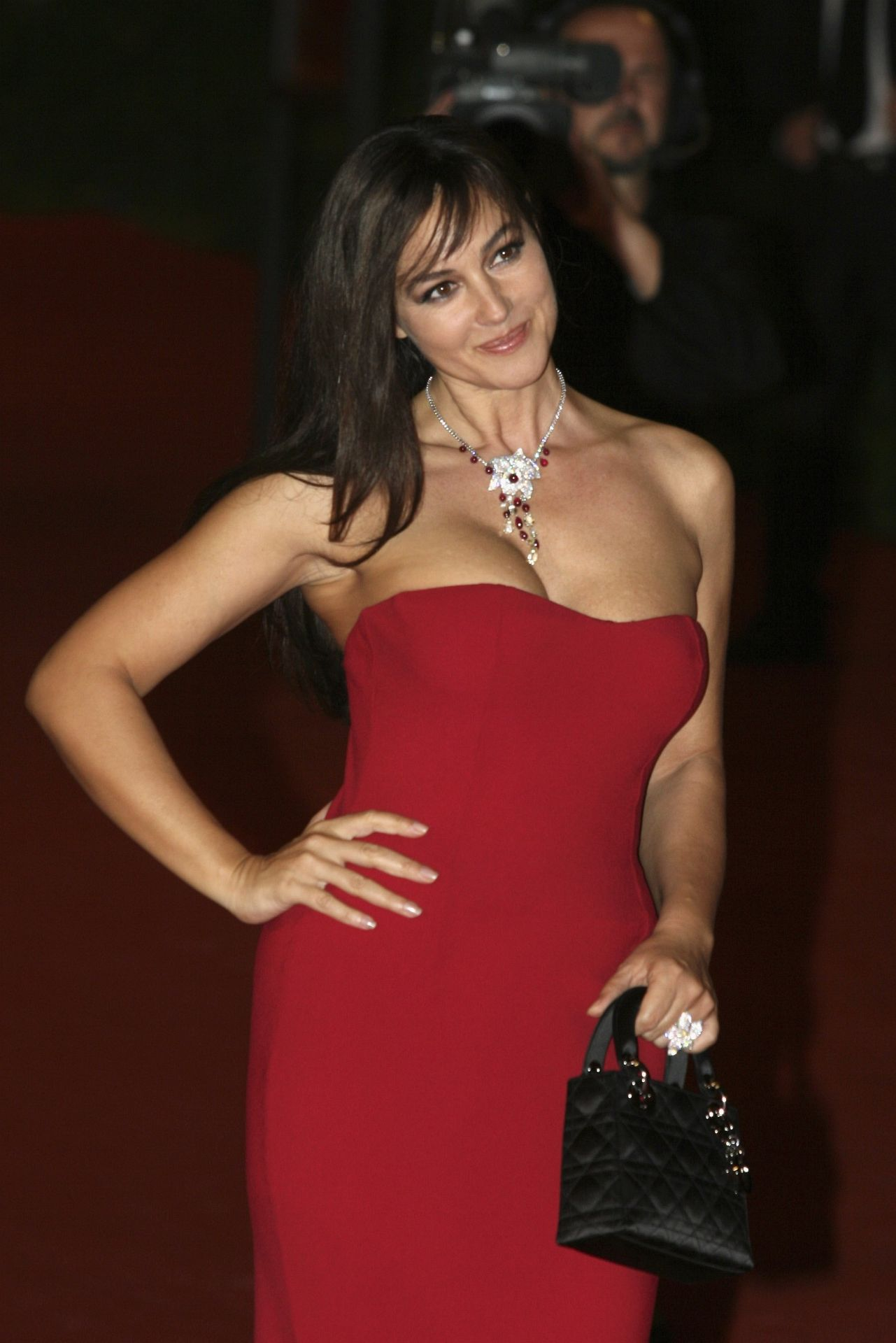 monica bellucci red hot porn images