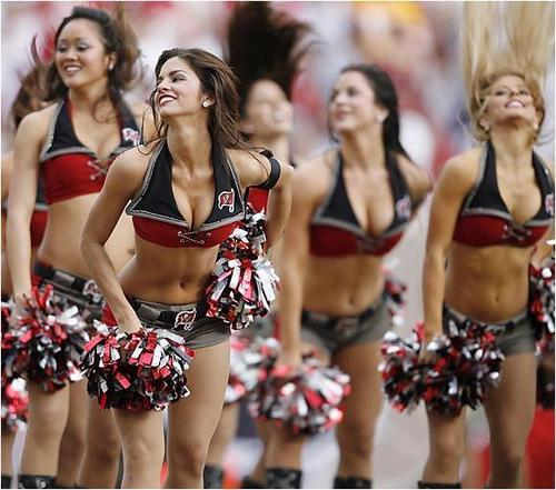 NFL - Bucs cheer
