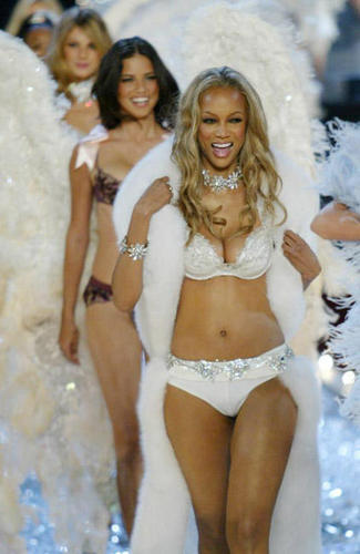 On the runway - tyra-banks Photo