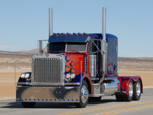 Transformers wallpaper entitled Optimus Prime Truck (LIVE)