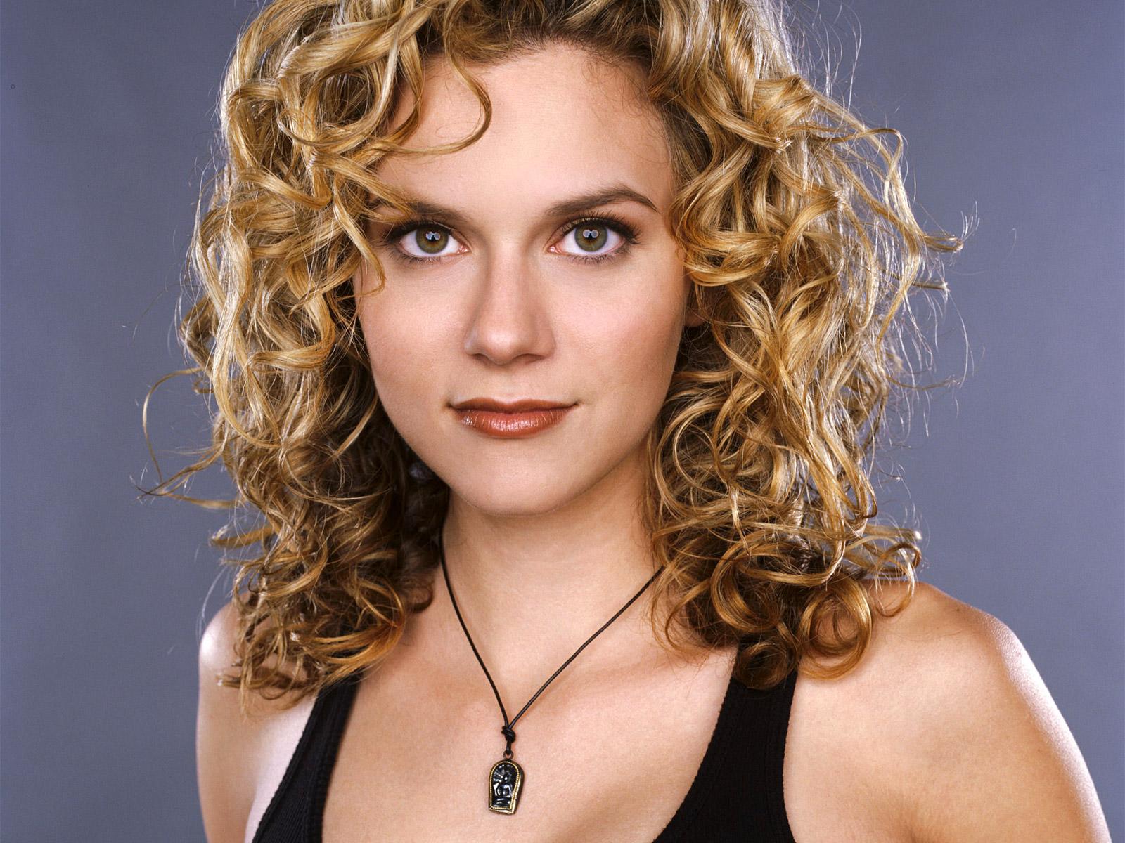 Hilarie Burton - Wallpaper Actress