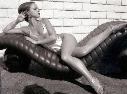 Christina Ricci karatasi la kupamba ukuta titled Photoshoot