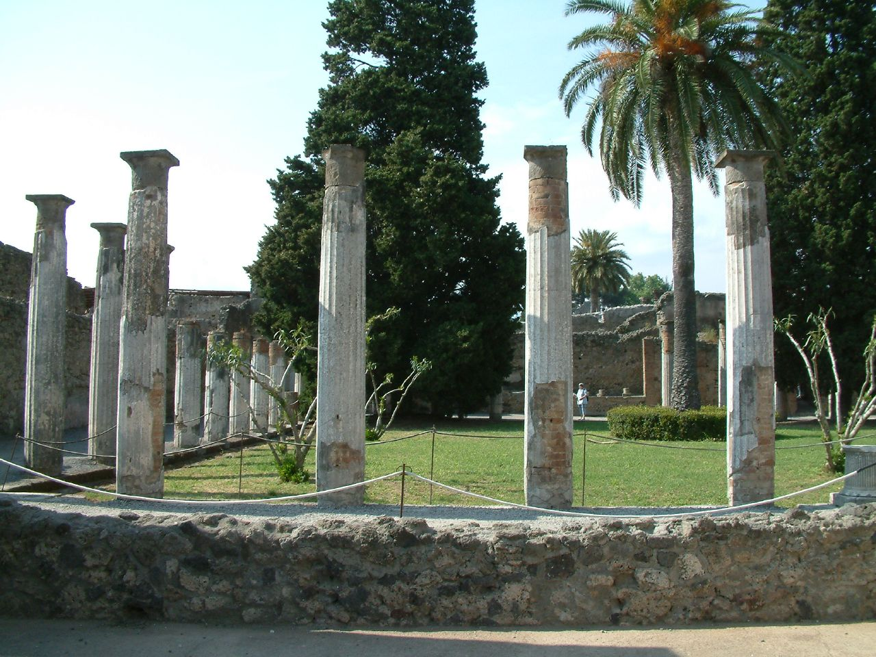 ancient history pompeii The fall and rise and fall of pompeii the famous archaeological treasure is falling into scandalous decline, even as its sister city herculaneum is rising from the ashes.