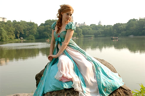Amy Adams karatasi la kupamba ukuta called Princess Giselle