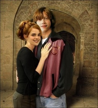 Harry Potter kertas dinding titled Ron & Hermione