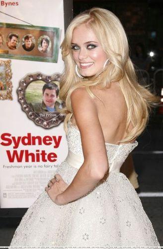 Sara @ Sydney White Premiere
