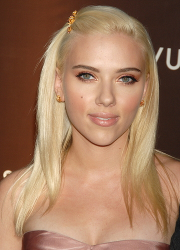 Scarlett: Vuitton 'Love' Party