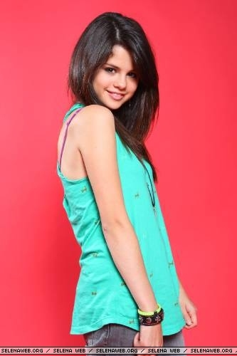 selena gomez 18 and legal