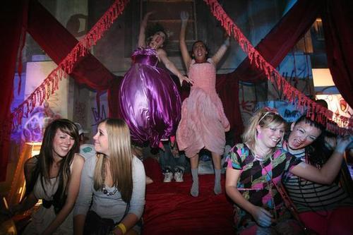 स्किन्स Secret Party