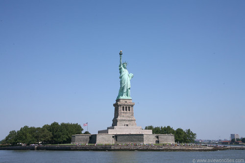 New York wolpeyper entitled Statue of Liberty