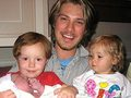 Taylor and his kids - hanson photo