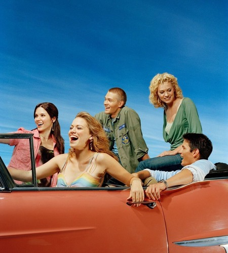 Hilarie burton wallpaper titled The Gang