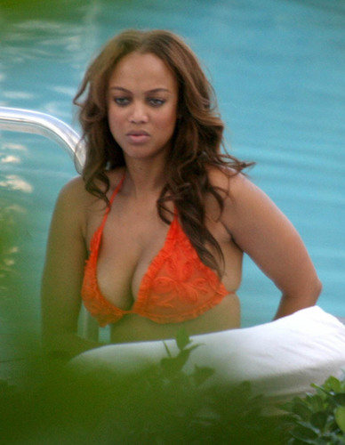 Tyra Banks wallpaper titled Tyra in bikini