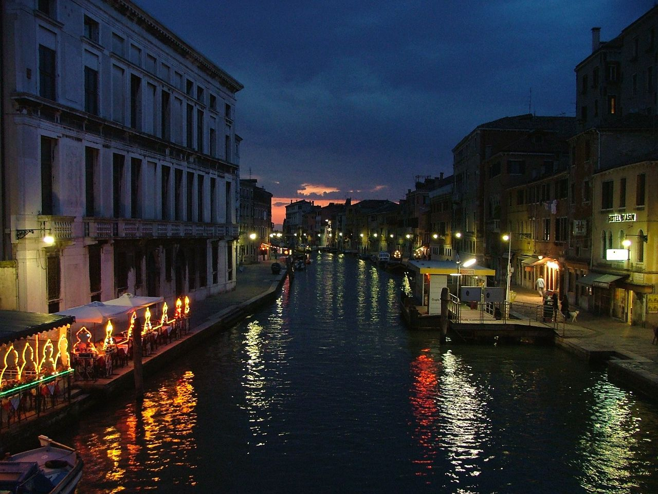 http://images.fanpop.com/images/image_uploads/Venice-italy-622275_1280_960.jpg